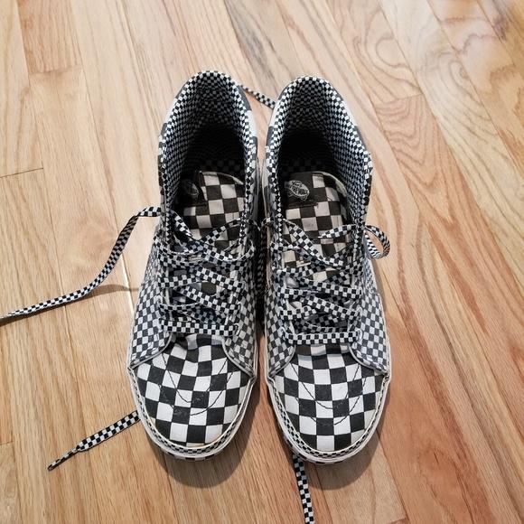 c5c6b9bf7fe M 5b37738f1b3294b9f4a91a81. Other Shoes you may like. Men s high top Vans